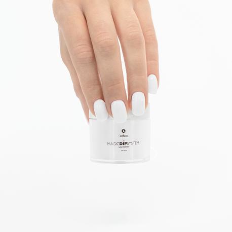 białe paznokcie tytanowe