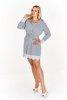 Sukienka o koszulowym kroju w drobne paseczki z koronkowym wykończeniem