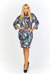 Wzorzysta sukienka ściągana w pasie z a'la kominem