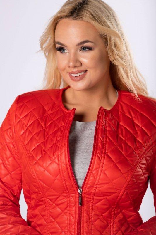 taliowana kurtka z pikowaniem