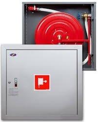 Hydrant wewnętrzny z miejscem na gaśnice pod spodem z wężem półsztywnym 25/20+G zawieszany biały wertykalny
