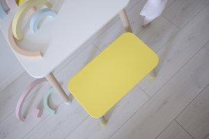 Żółta ławka dziecięca
