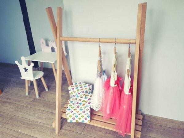 Drewniany wieszak, stojak na ubrania