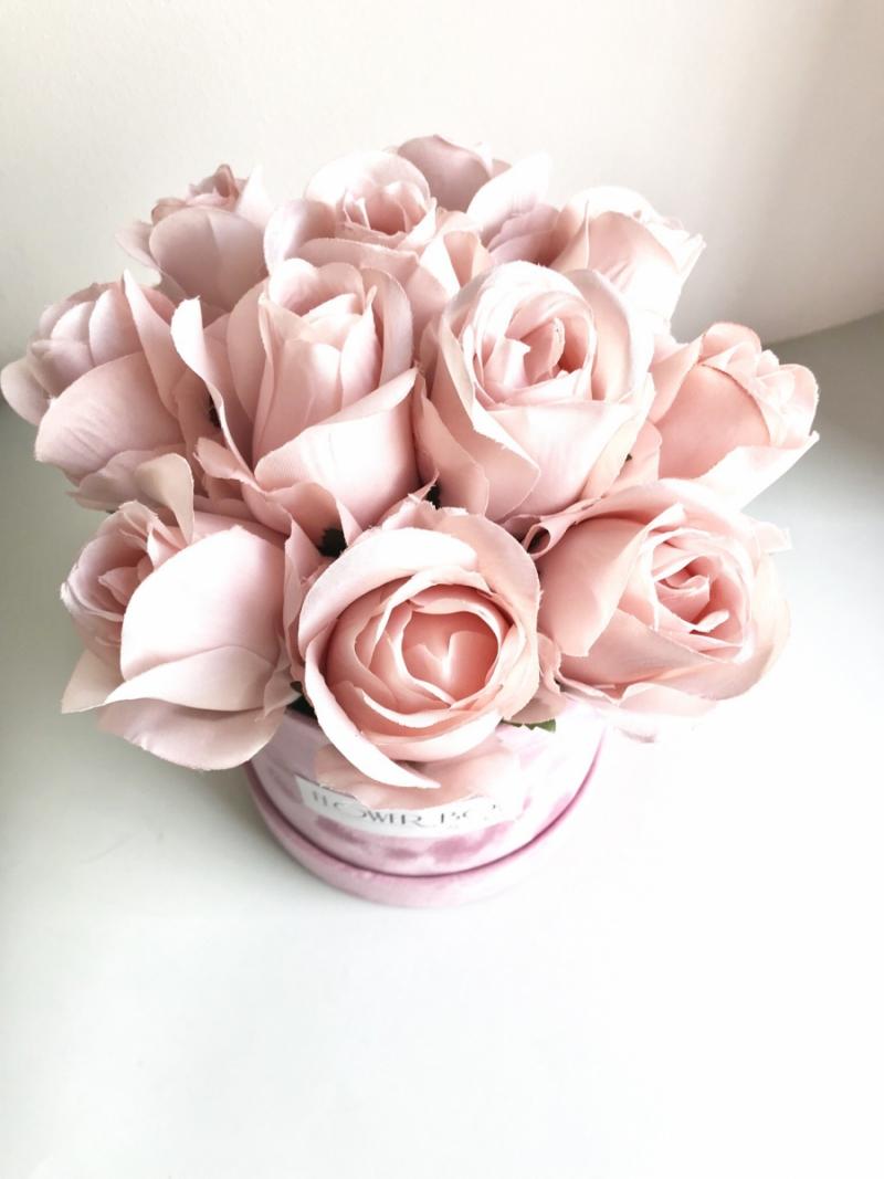 Promocja -40%Velvet box  z jedwabnymi rózami -S