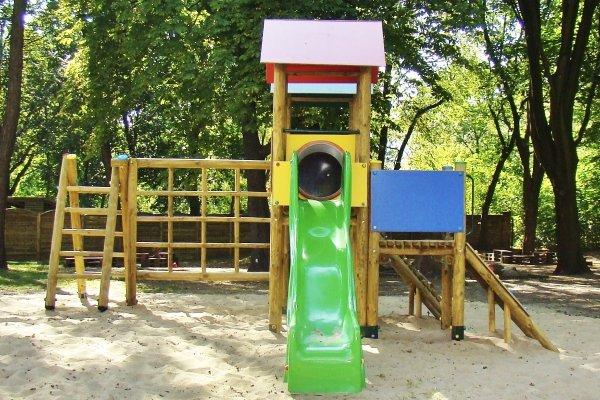 place zabaw, place zabaw ekologiczne, place zabaw dla dzieci, place zabaw do szkoły, solidne place zabaw, plac zabaw szkolny, producent placów zabaw, producenci placów zabaw