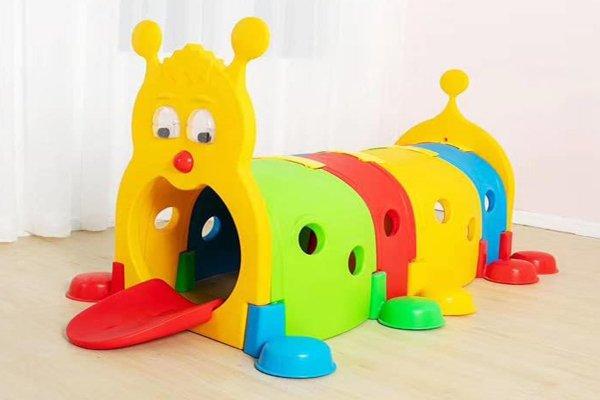most z tunelem kolor, domek most z tunelem, domek skrzat, domek  z werandą, z weranda domek, domek na plac zabaw, dżdżownica fioletowa, gąsienica kolorowa