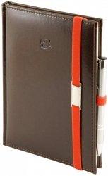 Notes A4 z długopisem zamykany na gumkę z blaszką - papier biały w kratkę - oprawa Nebraska czekoladowa (gumka pomarańczowa)