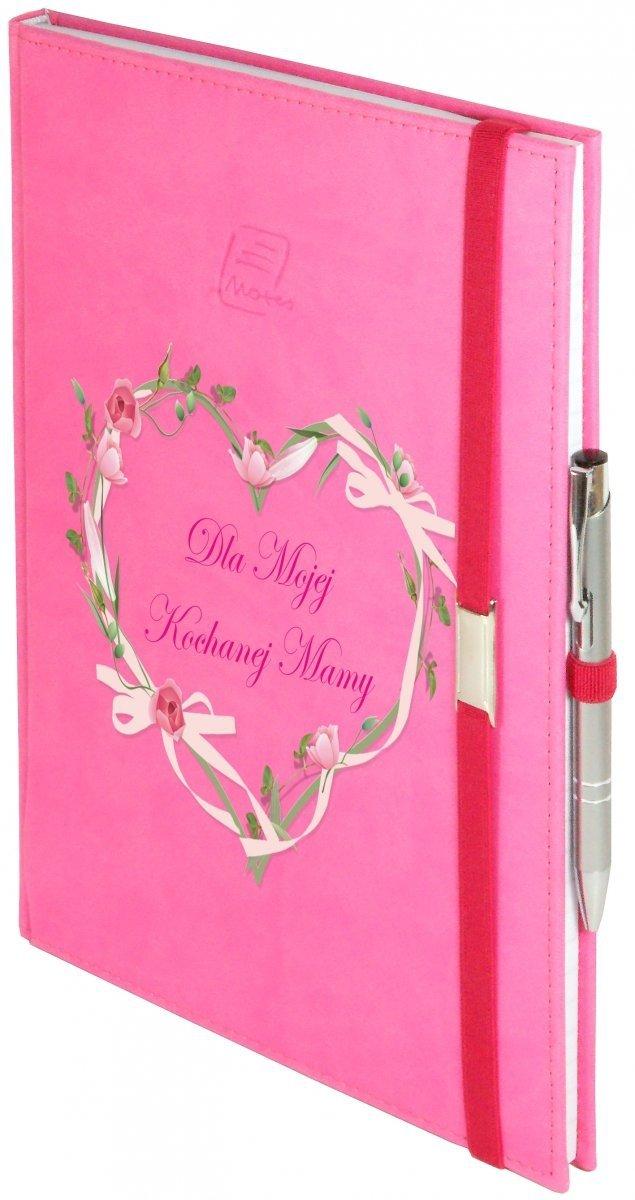 Notes A5 z długopisem zamykany na gumkę z blaszką - papier biały w kratkę - oprawa Vivella różowa (gumka różowa) -  Z NADRUKIEM SERCE NA DZIEŃ MATKI