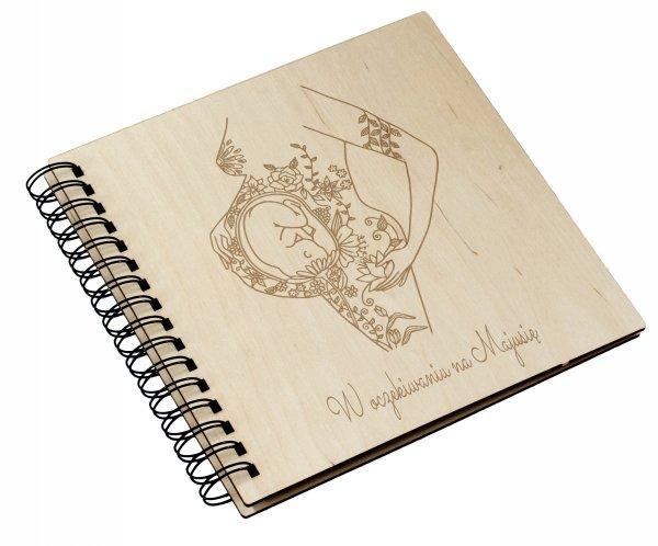 Drewniany album ciążowy DK10 22x22cm kwadratowy