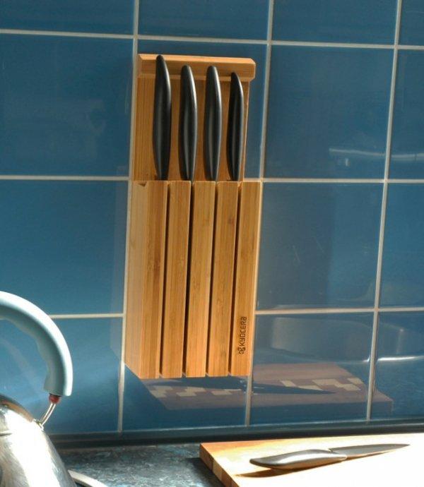 Kyocera Blok i zestaw 4 noży z czarnymi rączkami