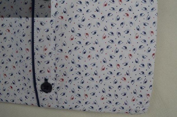 Koszula nadwymiar biała we wzorki.