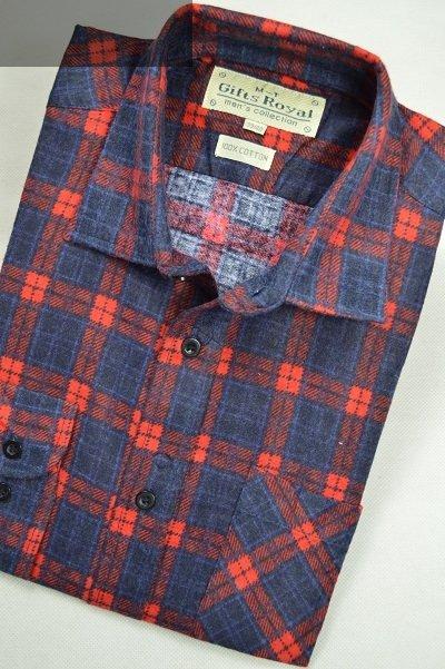 Koszula flanelowa z dwoma kieszeniami czerwona w kratkę.