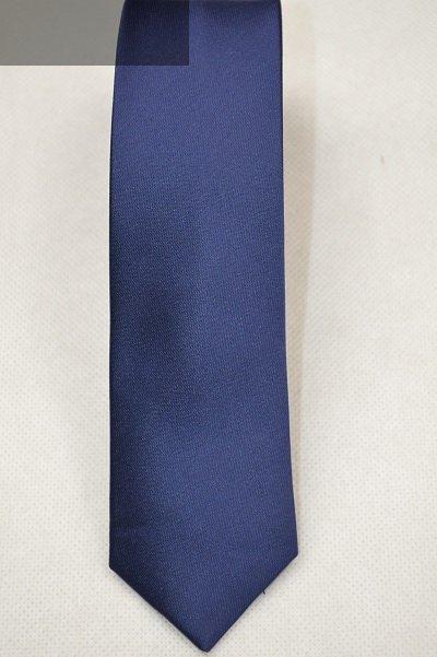 Krawat granatowy gładki.