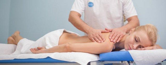 Stoły i leżanki do masażu – który model wybrać?