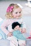 LILLIPUTIENS Lalka dzidziuś w koszyczku z ubrankiem i kocykiem Ari 12 m+