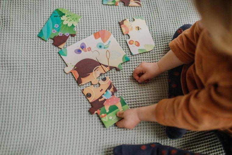 Puzzle progresywne w walizce Pory roku 4 układanki – 6, 9, 12 i 16 elementów 3+, Janod