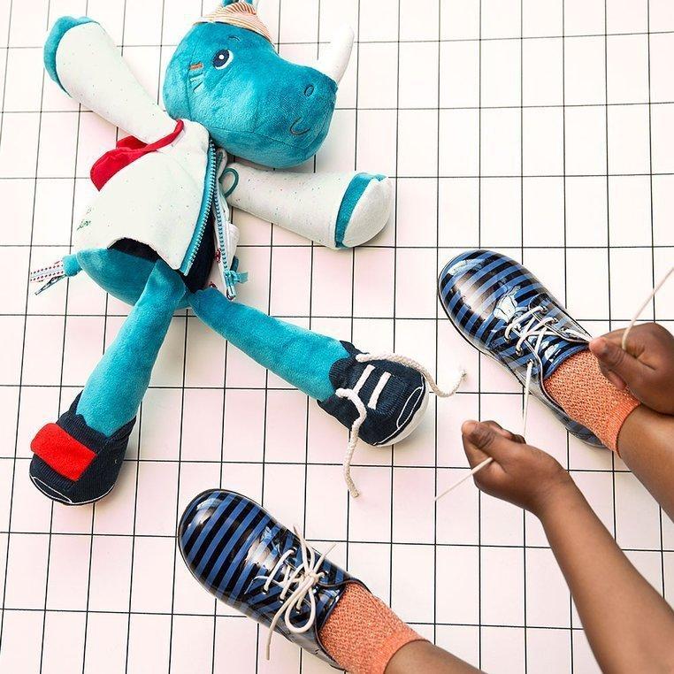 LILLIPUTIENS Przytulanka aktywizująca do nauki ubierania Nosorożec Marius 2+