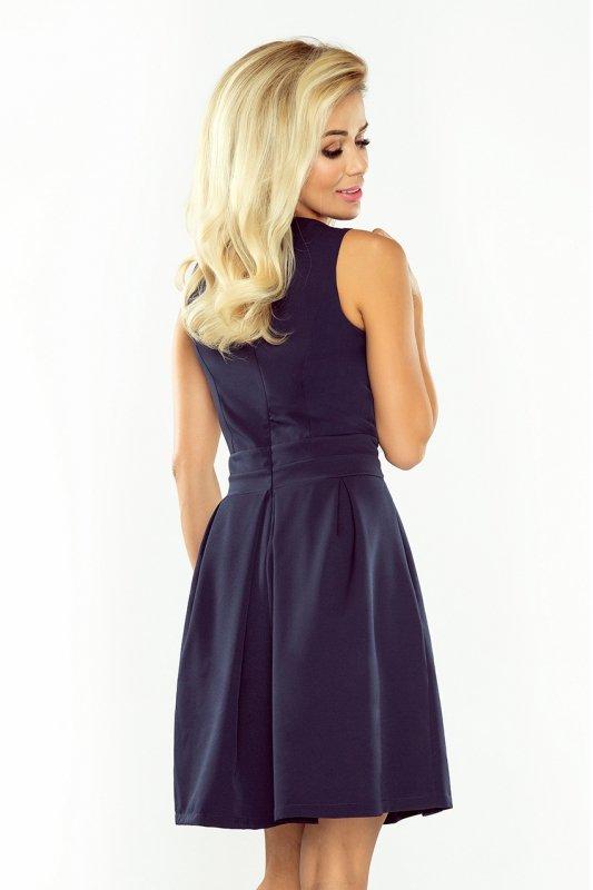 Sukienka z dekoltem, kontrafałdą i kieszeniami - Granatowa - numoco 160-2
