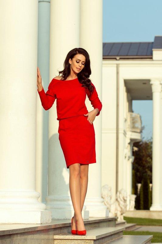 Sukienka dresowa z dekoltem na plecach - Czerwona