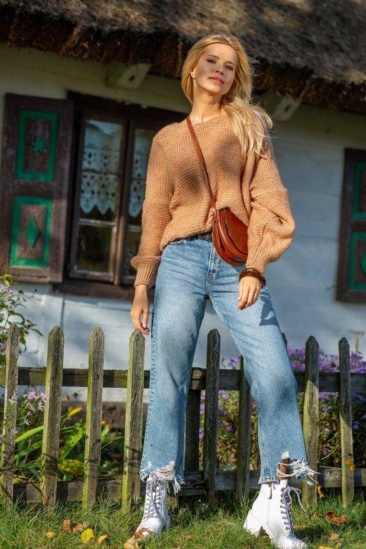 Luźny sweter o oversizowym kroju - F1102-carmel-1