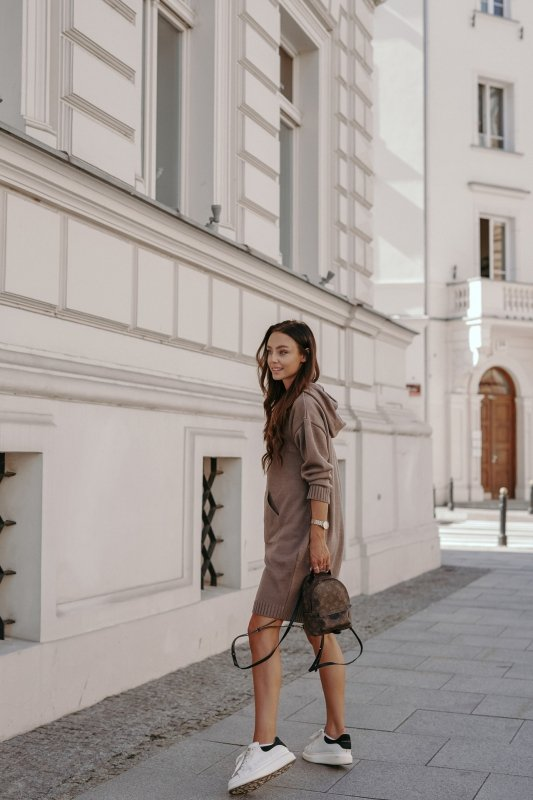 Swetrowa sukienka sportowa z kieszenią -  LSG132 - capucino-4