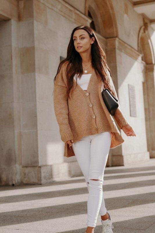 Sweter z guzikami i dłuższym tyłem - LS307- kamel -5