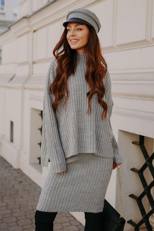 Komplet swetrowy – spódnica i sweter z golfem - jasnoszary- 7