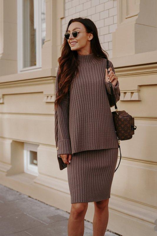 Komplet swetrowy – spódnica i sweter z golfem - capucino- 4