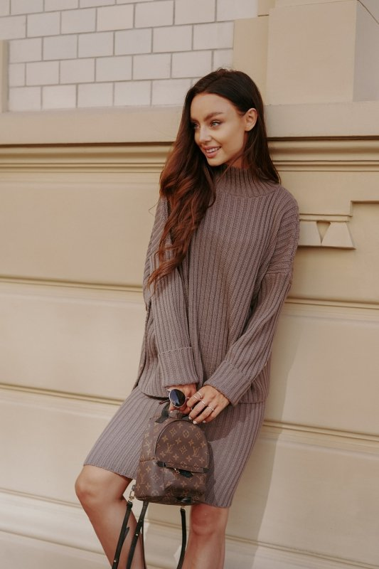 Komplet swetrowy – spódnica i sweter z golfem - capucino- 7