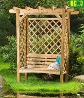 Drewniana pergola z ławką