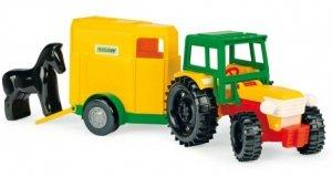 Traktor z przyczepą na konia