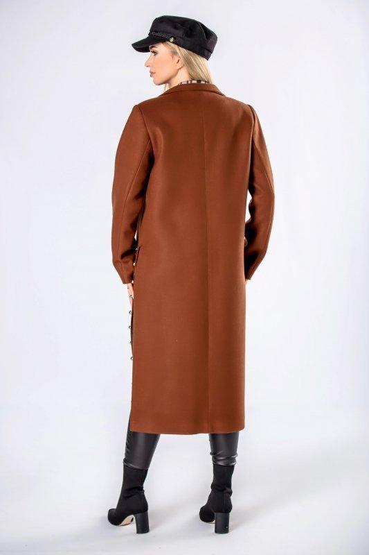 płaszcz z rozcięciami po bokach