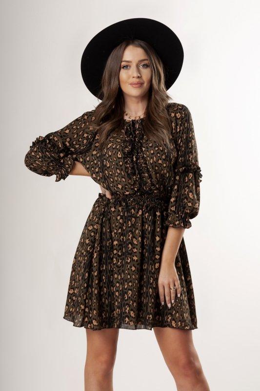 tiulowa sukienka z a'la żabotem i falbanami