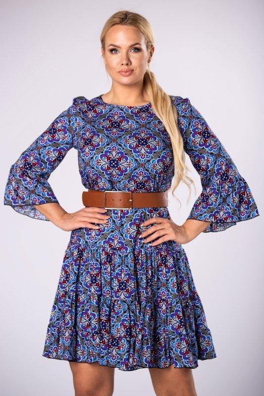 wzorzysta sukienka o trapezowym kroju