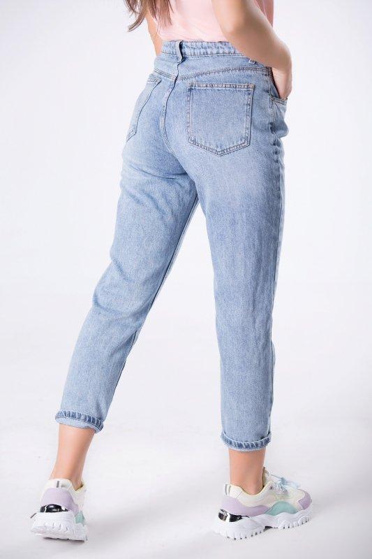 spodnie typu mom jeans