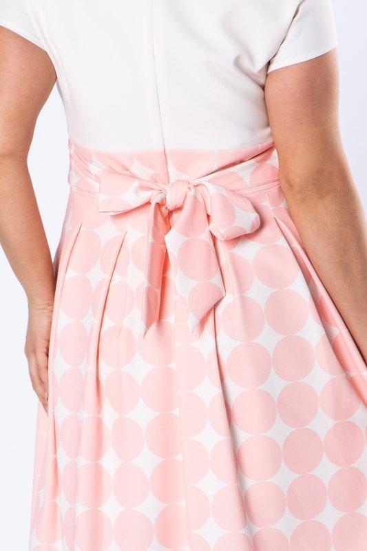 koktajlowa sukienka z kontrafałdami i wiązaniem w pasie