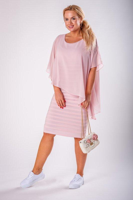 dopasowana sukienka z tiulową narzutką