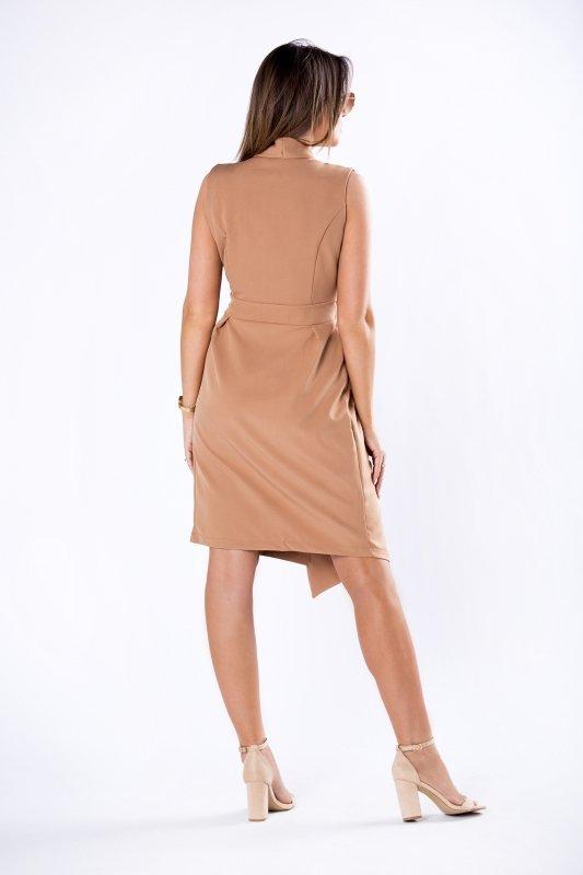 dopasowana sukienka z kopertowym dekoltem i odkrytymi ramionami