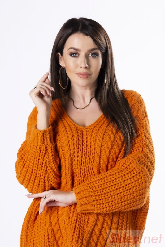 oversize'owy sweter z warkoczowym splotem i dekoltem w serek