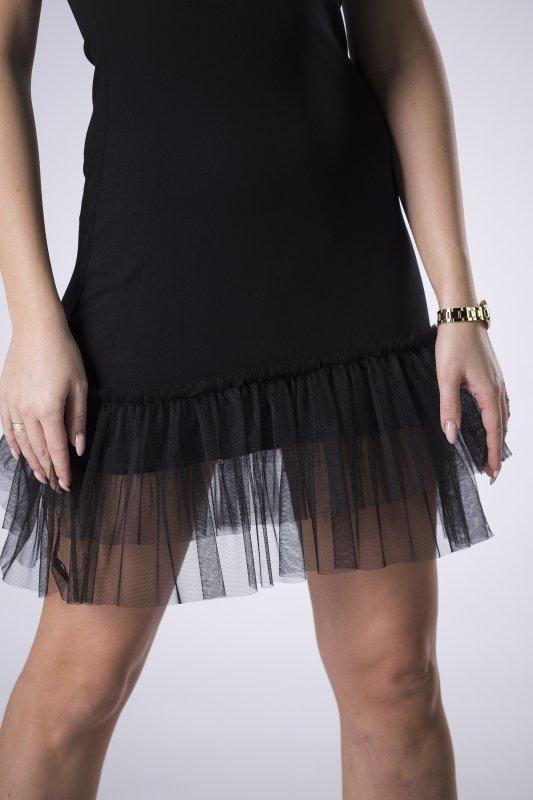 dopasowana sukienka na ramiączkach z tiulowymi falbankami