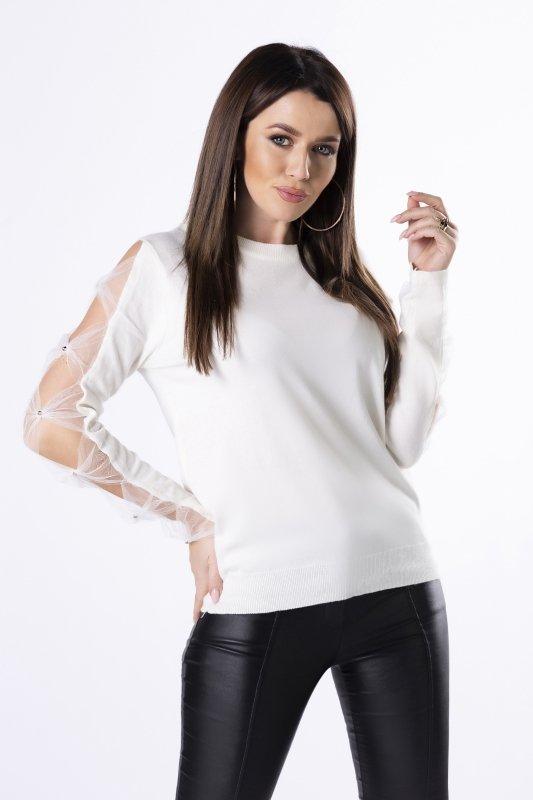 sweter z rozcięciami na rękawach