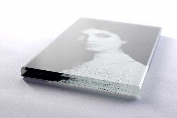 Zdjęcie na pomnik na szkle o grubości 1 cm - format 7x10 cm