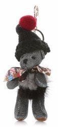 Kľúčenka na kabelku medvedíka v vlnenej čiapke as prírodným mývalom striebrom