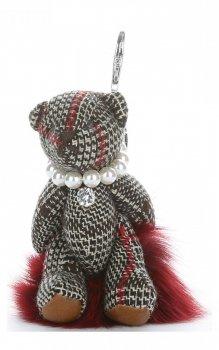 Přívěšek ke kabelce Káro medvídek v náhrdelníku z perel na pompomu vínový