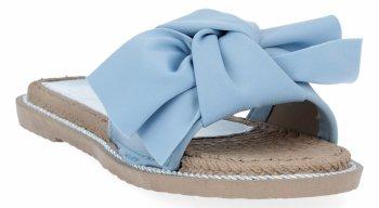 Błękitne modne klapki damskie z kokardą firmy Givana