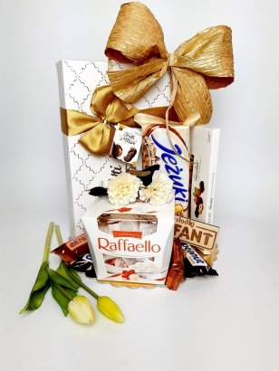 Biało-złoty zestaw słodyczy