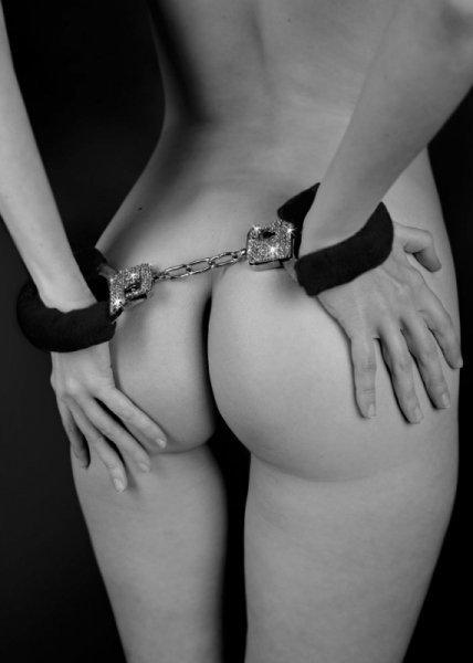 Kajdanki Wristcuffs with crisatls BONDAGE black