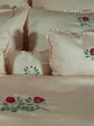 Elegancka poszewka z włoskiej satyny z haftem  róży 40x40