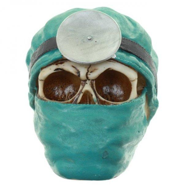 figurka czaszka w masce lekarskiej