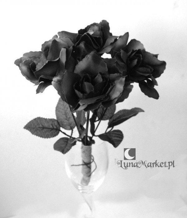 mały bukiet czarnych róż